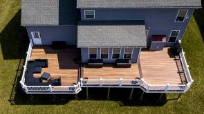 Fiberon Composite Ipe Deck with Fiberon Composite Chestnut Borders